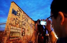 East Side Gallery Berlin Wall 23 sz