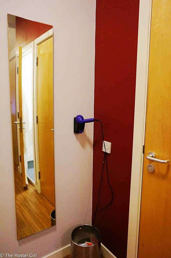 Review - Smart City Hostel Edinburgh Scotland 08 09 cr