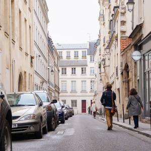 Exploring Le Marais with RobertPINK Paris Walking Tours -30