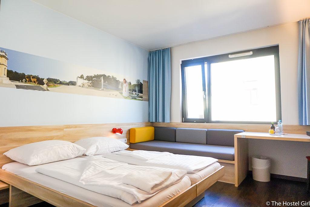 HOSTEL REVIEW MEININGER Hotel Vienna Downtown Franz-1